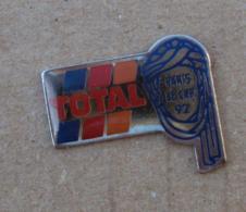 Pin's Carburants 015, Total Paris Le Cap 92 - Fuels