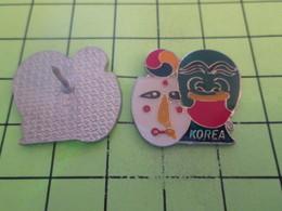 916a Pins Pin's / Rare & Belle Qualité THEME AUTRES / KOREA COREE MASQUES DE THEATRE  COLORES - Badges