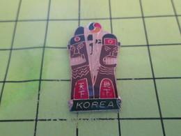 916a Pins Pin's / Rare & Belle Qualité THEME AUTRES / KOREA COREE GENRES DE TOTEMS ? - Badges