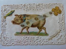 CPA Ajourée Ajouti Découpi Collage Ruban Trèfle Fête 1 Er Avril Cochon Porc Pig Poisson Fisch Fantaiise (2 Scans) - Pigs