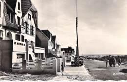 62 - MERLIMONT L'Avenue En Bord De Mer - CPSM Village (1.300 Habitants) Dentelée Noir Blanc Format CPA - Pas De Calais - France