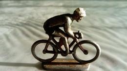 TOUR DE FRANCE D'AUTREFOIS ANCIENNES FIGURINES ALUDO( Type Quiralu Salza) DE CYCLISTES 1939/ 40 - Figurillas