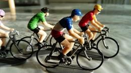 TOUR DE FRANCE D'AUTREFOIS ANCIENNES FIGURINES  DE CYCLISTES 1970- 1999 - Starlux