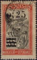 MADAGASCAR 126 (o) Transport En Filanzane - Madagascar (1889-1960)