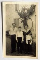 """Photographie Format CPA : Trois Personnes, à L'arrière Mention """"FELIBREE"""" Brantome, M. Daudignac Chez M. Jousseaume, - Fotografia"""