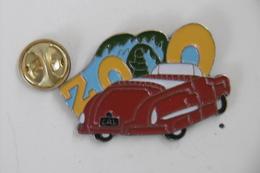 Pin's - Automobiles VOLKSWAGEN Coccinelle Cabriolet Rouge - Volkswagen