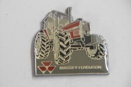 Pin's - Autres - Machine Engin Agricole TRACTEUR MASSEY FERGUSON - Badges