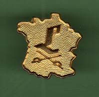 CARTE DE FRANCE AVEC 2 EPEES *** 1029 (30) - Badges