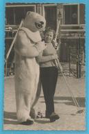 Ours Blanc Avec Une Skieuse - Deguisement - Photo Etienne L ' Alpe D ' Huez ( Isere ) - Homme Deguise - - Fotografia