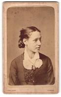 Fotografie Wilh. Ivens, Nymegen, Portrait Junge Frau Mit Haarknoten - Anonieme Personen