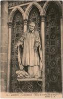 4SS 842. AMIENS - LA CATHEDRALE - STATUE DE SAINT VINCENT DE PAUL - Amiens