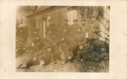 PERONNE CARTE PHOTO ALLEMANDE  1915  SOLDATS ET ACCORDEON - Peronne