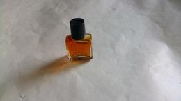 """Miniature De Parfum Ungaro  """" Parfum  """" Petit Modèle - Miniatures Modernes (à Partir De 1961)"""