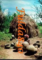 CPSA. RWANDA.  Préfecture Butare - Potiére TWA Polissant Les Pots Qu'elle Vient De Façonner . 1977. () - Rwanda