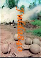 CPSA. RWANDA.  Préfecture Butare - Potiér S'activant à La Cuisson. 1977. () - Rwanda