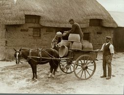 100 YEARS POTTERY AT VERWOOD DORSET UK POTTERY  MAKING   +- 21*16CMFonds Victor FORBIN (1864-1947) - Non Classificati
