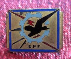1950 / 60 E.PF. École D'ingénieur (ex-École Polytechnique Féminine) MÉDAILLE  BADGE BROCHE DRAGO PARIS - Fencing