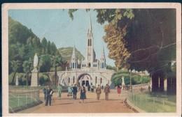 POSTAL LOURDES - LA BASILIQUE ET LE PARVIS - ED PALAIS DU ROSAIRE - Lourdes