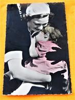 """BRUXELLES - BRUSSEL - Visite De S.A.R. La Princesse Joséphine Charlotte à La """" Crèche Joséphine Charlotte """" - Familles Royales"""