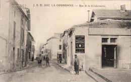 D16  LA COURONNE  Rue De La Gendarmerie  ..... Avec Le Café De L'Union - Francia