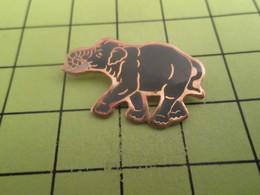 510a Pins Pin's / Rare & Belle Qualité THEME ANIAMUX / LE MASTODONTE ANCETRE DE L'ELEPHANT - Animals