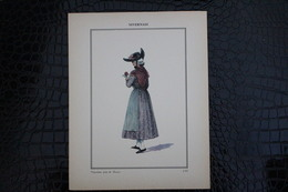 DH / For-18x23,5 Cm. Costumes Régionaux Par P. L. De GIAFFERRI - [58] Nièvre - Nivernais, Paysanne Près De Nevers - Costumes