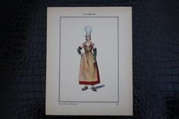 DH / For-18x23,5 Cm. Costumes Régionaux Par P. L. De GIAFFERRI - [63] Puy-de-Dôme - Auvergne, Jeune Fille De Pontgibaud - Costumes