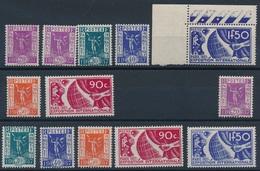 CZ-76: FRANCE:lot** Avec  N°322/327**-322/27* - Unused Stamps