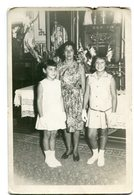 MUJER CON DOS NIÑAS, WOMAN WITH TWO GIRLS, FEMME AVEC DEUX FILLES - FOTO PHOTO CIRCA 1950's SIZE 10X15 CM- LILHU - Personas Anónimos