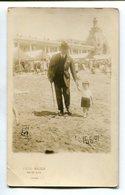 HOMBRE Y NIÑO EN LA PLAYA, HOMME ET ENFANT SUR LA PLAGE - PHOTO POSTALE 1925 NON CIRCULE - LILHU - Escenas & Paisajes