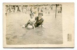 MUJER Y NIÑO EN LA PLAYA, FEMME ET ENFANT SUR LA PLAGE, WOMAN AND BOY - PHOTO POSTALE 1925 NON CIRCULE - LILHU - Grupo De Niños Y Familias