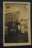 CARTE PHOTO PHOTO MONTAGE PERSONNAGES EN FOND BATEAU NORMANDIE - Photographie