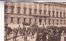 1900'S CPA SPAIN. MADRID. PALACIO REAL. SALIDA DE LOS ALABARDEROS. GRAFOS.- BLEUP - Madrid