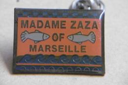 Pin's - Madame ZAZA Of MARSEILLE - Marque De Vêtements - Marcas Registradas
