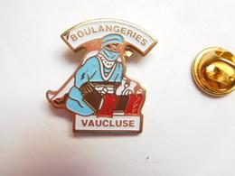 Beau Pin's , Boulangeries Du Vaucluse , ATTENTION : Léger Manque De Peinture Dans Un Angle - Food