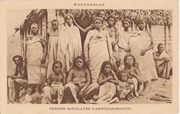 MADAGASCAR - FEMMES SAKALAVES D'AMPIKANDRAFITO - Madagascar