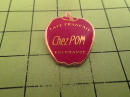 117 Pins Pin's / Rare & Belle Qualité THEME BOISSONS / POMME ROUGE CAFE FRANCAIS CHEZ POM' VOLKRANGE - Beverages