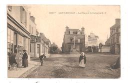 Saint-Enogat-La Place Et Le Calvaire  (D.1781) - France