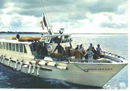85 La Tranche Sur Mer N37 Bateau Le Vénus Des Iles Effectuant La Traversée Entre La Tranche Ile De Ré Marins & Passagers - La Tranche Sur Mer