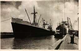 CPSM Photo Petit Format  (59)   DUNKERQUE  -  Eclusage De Deux Grands Bâteaux - Dunkerque
