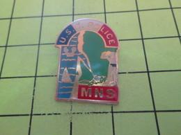 516a Pins Pin's / Rare & Belle Qualité THEME POLICE / LANDES US C POLICE MNS MAITRE NAGEUR SAUVETEUR - Police