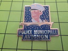 710d Pins Pin's / Rare & Belle Qualité THEME POLICE / POLICE MUNICIPALE D'AVIGNON Putain De Ciel étoilé ! ça Fait Mal à - Police