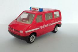 Jouet Ancien/Miniature 1/64 SIKU - Volkswagen Kombi T4 Pompiers Feuerwehr (réf 0820) - Cars & 4-wheels