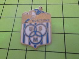 1418A Pins Pin's / Rare & Belle Qualité THEME SPORTS / FOOTBALL CLUB US MORTAGNE - Football