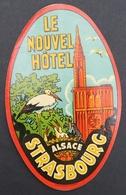 Ancienne étiquette Bagage Malle Valise LE NOUVEL HOTEL STRASBOURG ALSACE Cigogne Old Original Luggage Label - Etiquettes D'hotels