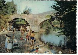 64 Ascain N°2 Le Pont Romain Personnages Enfant Landau Ancien Pêcheurs à La Ligne Belle Animation Familles - Ascain