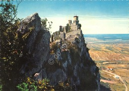 Cartolina Repubblica Di San Marino Panorama Francobolli Al Retro - San Marino