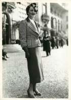 190719 - PHOTO DE PRESSE 1937 - PARIS BOIS DE BOULOGNE LONGCHAMP Champ De Courses - Toilette Mode Chapeau - Luoghi