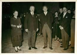 190719 - PHOTO DE PRESSE 1937 - PARIS POLITIQUE - Membres FIDAC à L'Elysée Mme Et Mr LEBRUN Mr DELCROIX Mutilé Guerre - Personalidades Famosas
