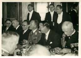 190719 - PHOTO DE PRESSE 1937 - PARIS POLITIQUE - Déjeuner Hôtel CRILLON Général MILCH Sous Secrétaire Etat Air Reich - Personalidades Famosas